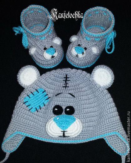 Купить или заказать Комплект ' Мишка Тедди' в интернет-магазине на Ярмарке Мастеров. Комплект 'Мишка Тедди' выполнен из полушерстяной пряжи. На заказ могу выполнить в любом цвете, из любой пряжи и утеплить флисом. Отличный вариант на выписку из роддома, фотосессию или в качестве подарка для новорожденного. Стоимсоть…