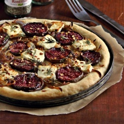 Fresh Fig, Onion and Paneer Pizza