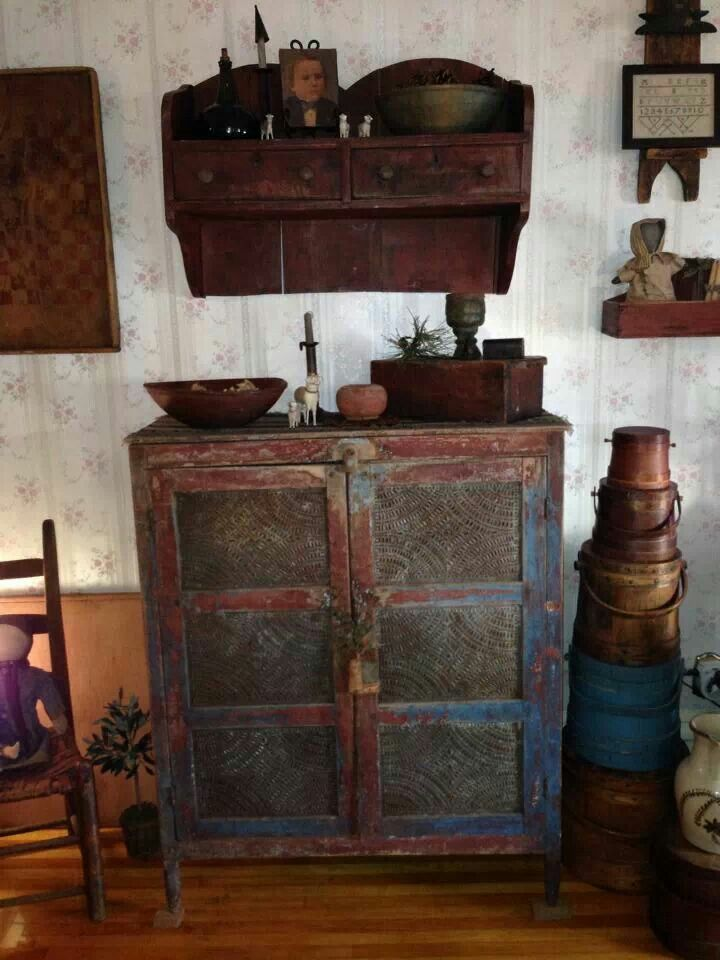 Prim and antique Furniture and accesories. Antiques shop.  Habacuc 2.2