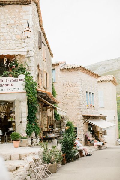 South of France wedding: http://www.stylemepretty.com/little-black-book-blog/2014/10/06/charming-south-of-france-wedding-at-le-foulon/ | Photography: Anna Roussos - http://www.annaroussos.com/