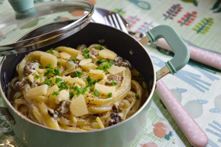 Pâtes sauce ail-parmesan & champignons de Paris | Lorni te gave.. de GRAS.