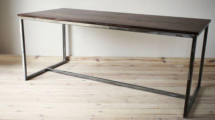 Der Tisch für die Küche, Esszimmer oder Büro-Schreibtisch aus massivem Eschenholz auf einem Stahlrahmen. Tischplatte mit eine Mischung aus Wachsen imprägniert (Farbe: Palisander). Moderne und...