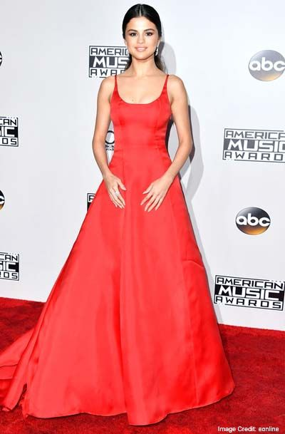 Selena Gomez:   This year's Favorite Pop/Rock Female Artist winner wore a neatly tailored, red ball gown that helped her own the stage as she accepted her AMA. To dress up the belle side of her, her hair was pulled low back and tied to a pony, wearing nothing but a no makeup look.