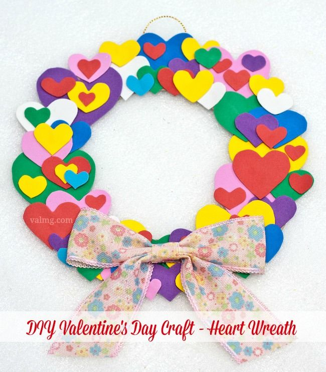 Mom Knows It All DIY Valentine's Day Craft - Heart Wreath