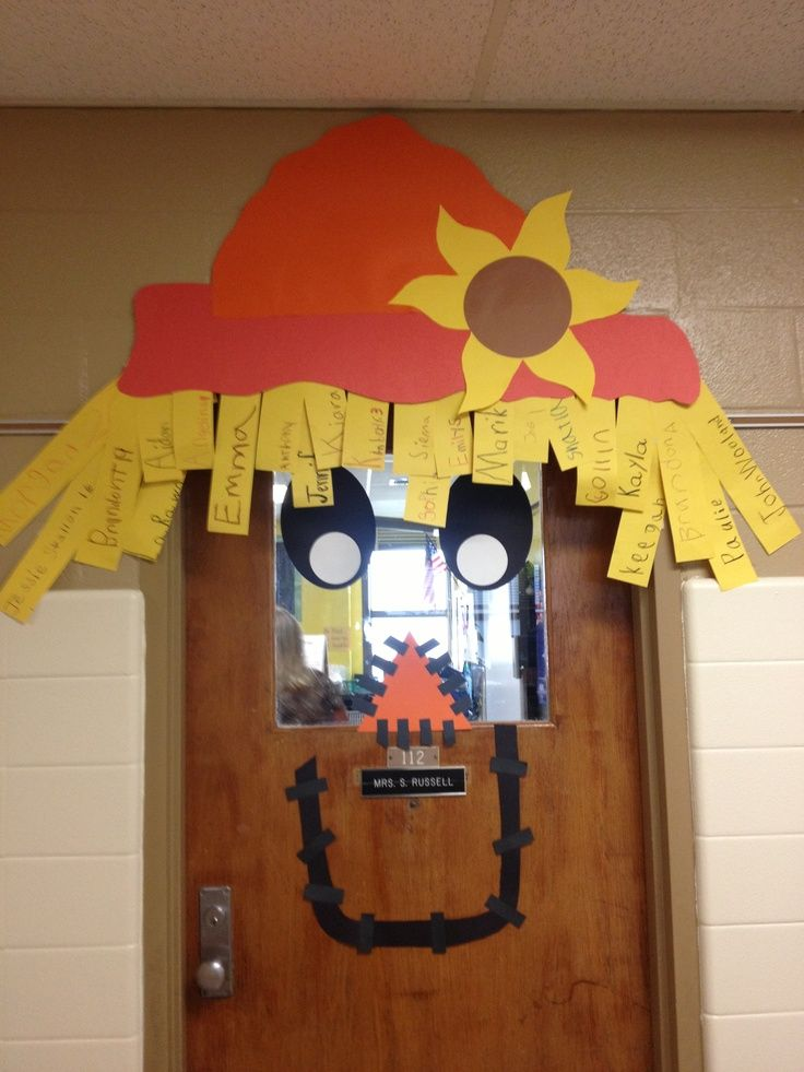 Classroom door decorations for fall crafts for Autumn classroom door decoration ideas