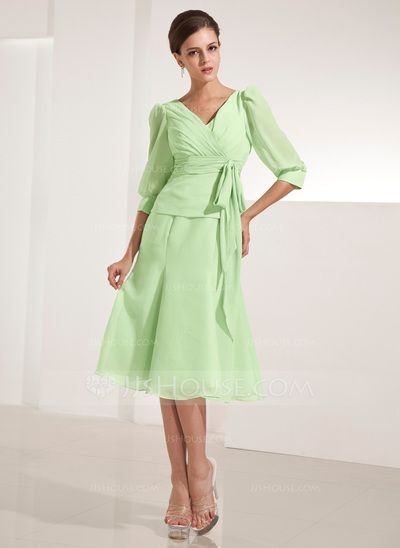 A-Line/Princess V-neck Knee-Length Chiffon Mother of the Bride Dress With Ruffle Bow(s) (008014222)