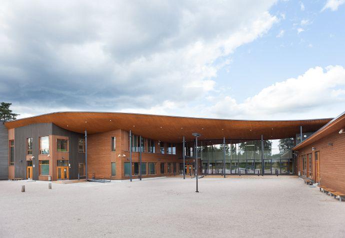 Puu mahdollistaa julkisivuihin arkkitehtuuria täydentävien värien ja muotojen käytön.