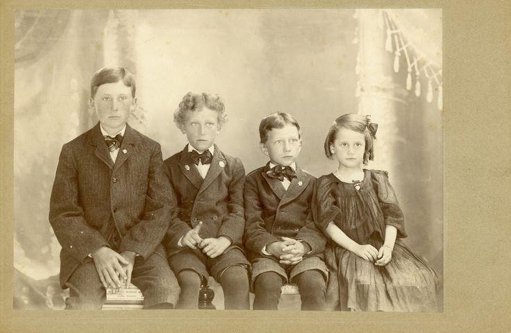 Four kids looking for their Great Grandchildren.  The Old Trunk in the Attic: Friday's Faces from the Past - Harvard Kids #2
