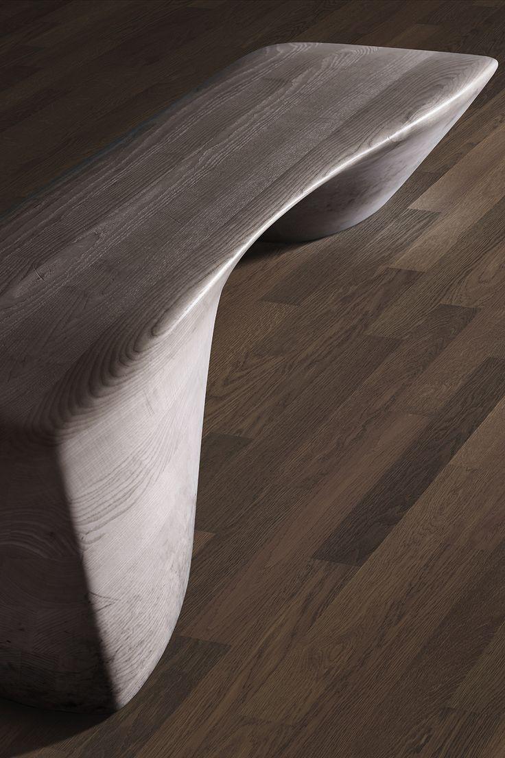 Parchetul dublustratificat din lemn de stejar afumat lacuit poate fi o alternativa accesibila a lemnului nobil de nuc. Nuantele de maro si designul tip dusumea il fac elegant, fiind o provocare sa il asociezi cu obiectele de mobilier. Modelul face parte din colectia Studio.