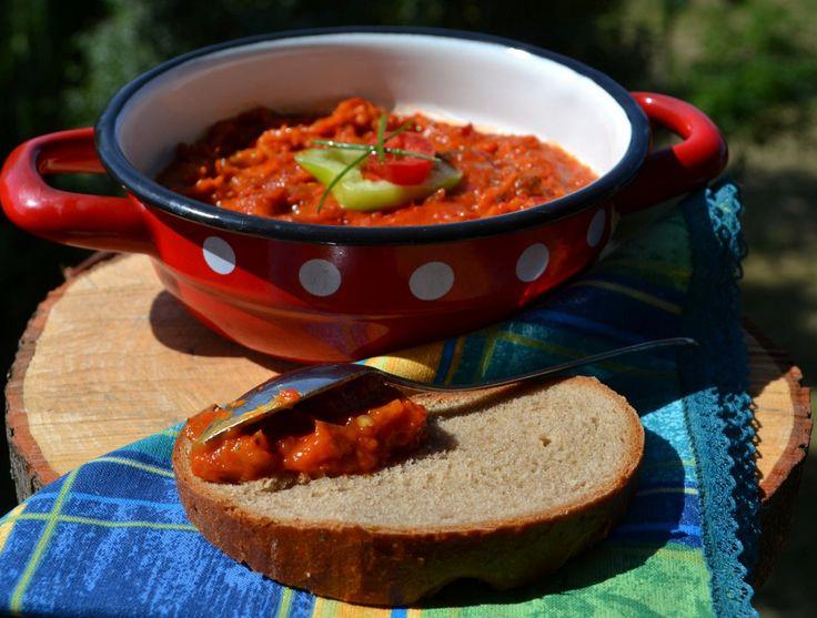 A zöldséges krém kenyérre kenve fantasztikus, a zakuszka ízekben és vitaminokban…