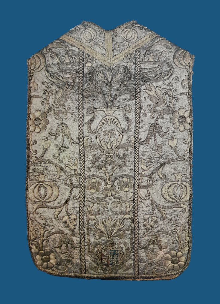 Chasuble with the coat of arms of the House of Vasa by Anonymous from Poland, second quarter of the 17th century, Skarbiec Paulinów na Jasnej Górze, most probably donated by Prince Cardinal Charles Ferdinand Vasa