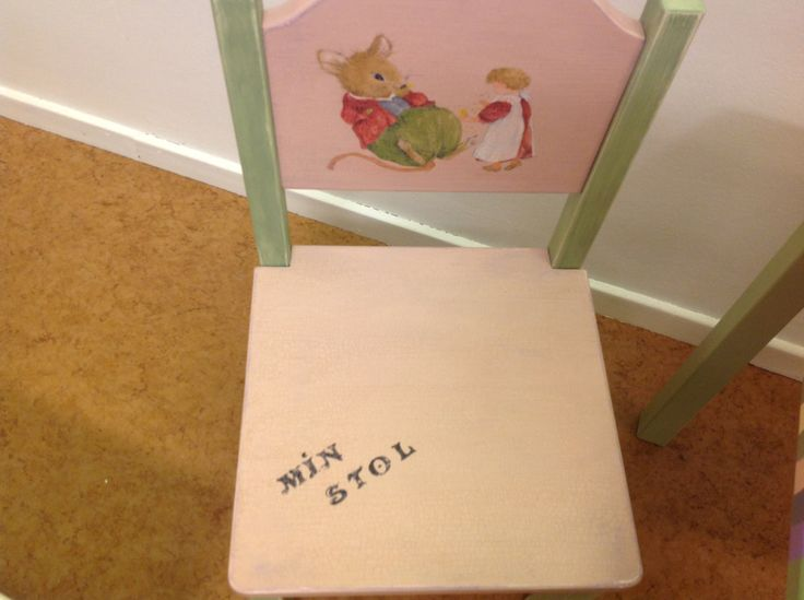 En liten stol för dem mindre människorna #child #chair #furniture #hand painted