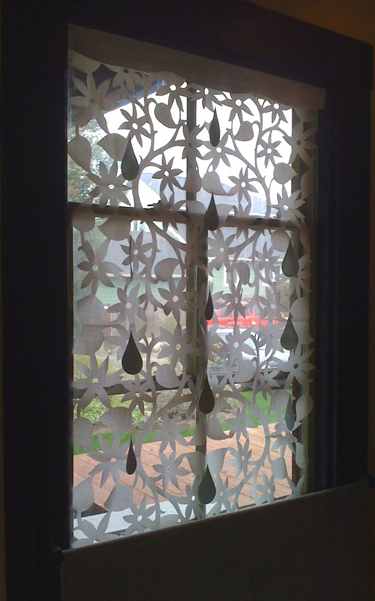 ~ The Windows of Hutch ~ I have to say that of all the things that I make at the studio the window coverings are my favorites. There seems ...