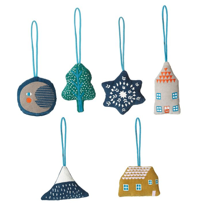 This set of hanging decorations are inspired by cosy winter nights leading up to Christmas. 100% cotton. Made in Thailand.