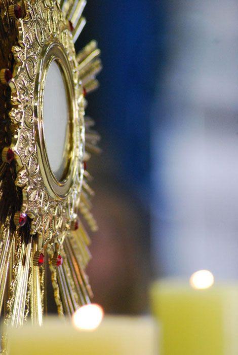 """escravadaimaculada:  """"Jesus, Santissimo Sacramento de nossas almas Nós hoje te pedimos a graça de poder continuarPrincipalmente nos dias e n..."""