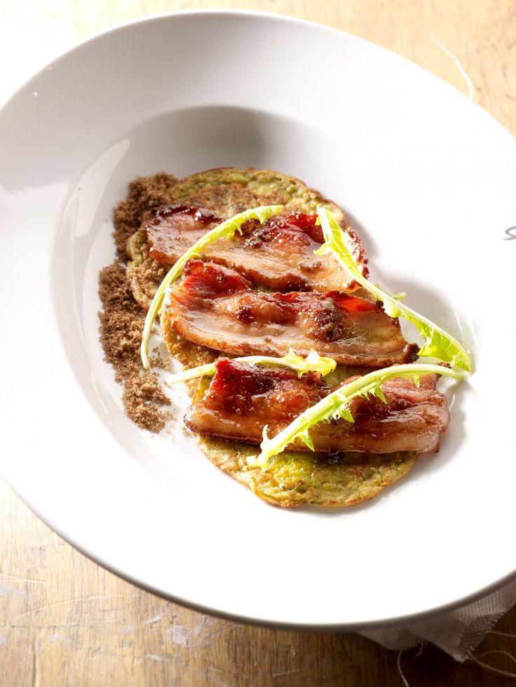 Groenkoeken met gekarameliseerd spek http://www.njam.tv/recepten/groenkoeken-met-gekarameliseerd-spek