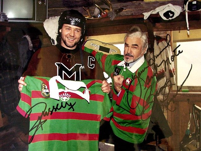 Russell Crowe and Burt Reynolds on set of the movie 'Mystery, Alaska'. 2000.