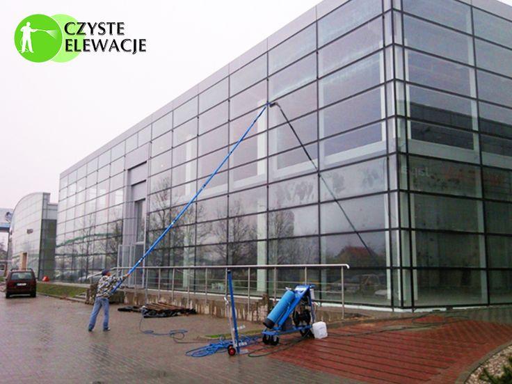 Czyszczenie fasad szklanych