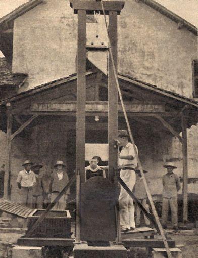 Emplacement de la guillotine à l'extérieur du bagne de Saint-Laurent