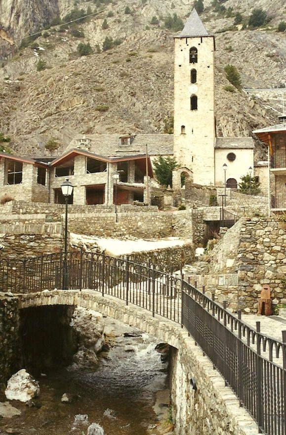 Canillo-Al fondo la iglesia de San Serni