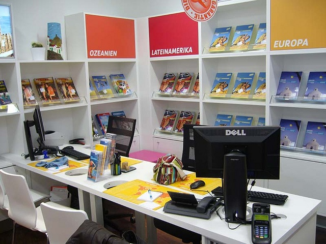 8 best travel agency interiors images on pinterest for Decor agency
