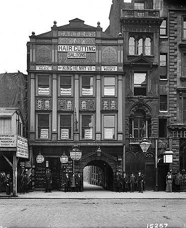 Carter's Hair Cutting Saloon, 17 Fleet Street, 1899. Gateway leads to Inner Temple, facade hides the original 17th C half timbered front which was subsequently restored.