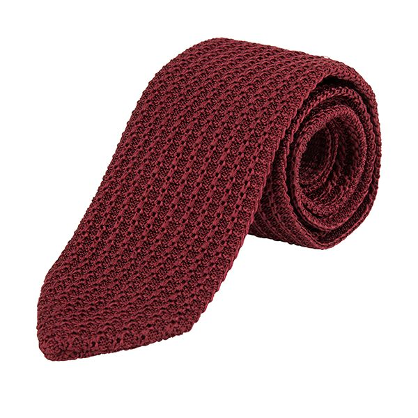 Red tie from #Corneliani for special occasions. #DesignerOutletParndorf