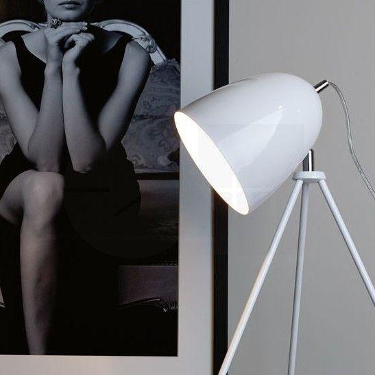 Επιτραπέζιο φωτιστικό - πορτατίφ - λαμπατέρ μονόφωτο, σε μοντέρνο στυλ, με τρίποδη βάση από ατσάλι σε λευκό χρώμα και λεπτομέρειες σε χρώμιο. Don Diego από την Eglo. --------------------- Table lamp, in modern style, with tripod base made of steel in white color and details in chrome color. #tablesetting #tablelamp #tabledecor #lamp #vintage #vintagestyle #art #decoration #decorideas #homedecor #decorationideas