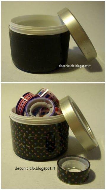 decoriciclo: Decorare un barattolo di plastica in 5 minuti, con il nastro adesivo colorato