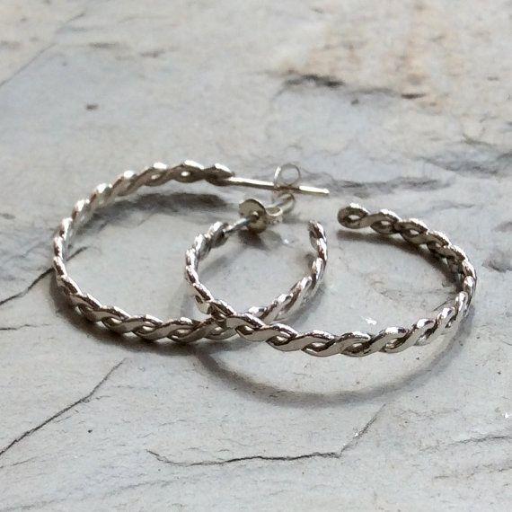 Twist ~~~~~~~~~~ Dit zijn mooie hoepel oorbellen. Zij maakt de perfecte outfit voor enig doel. De oorbellen hebben een zeer uniek gevlochten