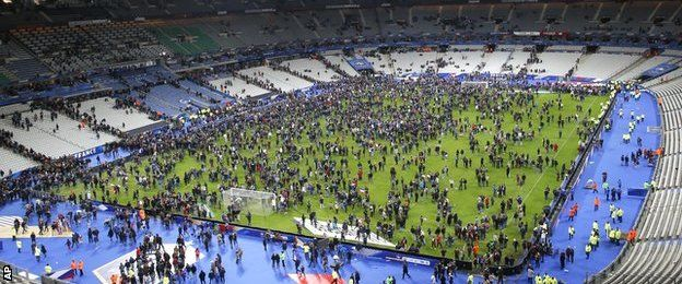 BBC Sport - France attacks: Sporting fixtures cancelled after attacks