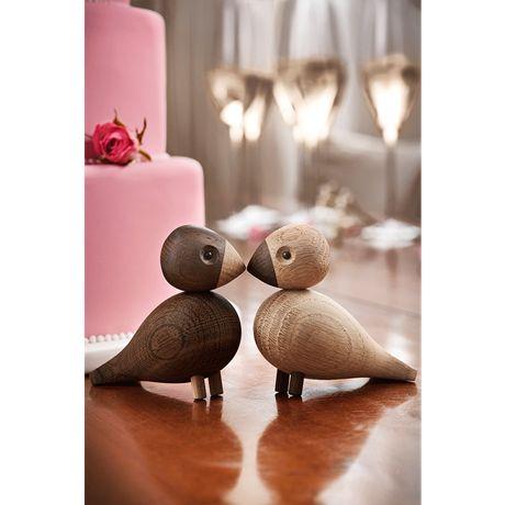 These love birds only have eyes for each other as they stand there beak to beak. #kaybojesen #woodenanimals #birds www.kaybojesen-denmark.dk