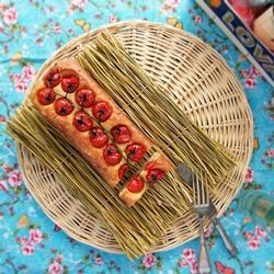 Feta with Tomatos ,Oregano and Chili baked in a Cake ,,,,recipe in german with translator