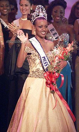 Miss Universo 1999 - Mpule Kwelagobe - Botswana
