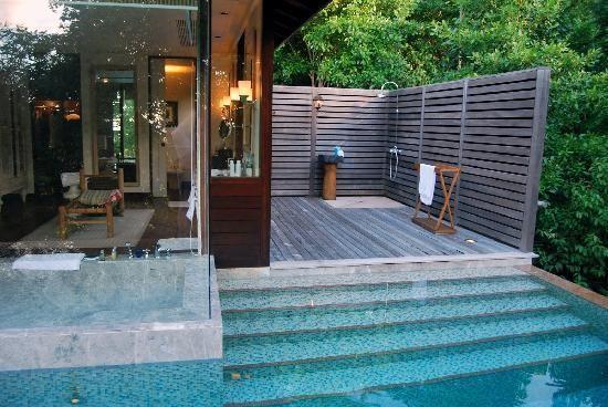 Four Seasons Resort Seychelles: Private pool, bathroom and external shower