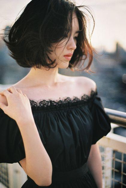 그녀가 가진 분위기.......그녀가 가진 몽환적인 미색..... 그녀는 긴 머리 보다 단발 머리가 훨씬 잘 어울...
