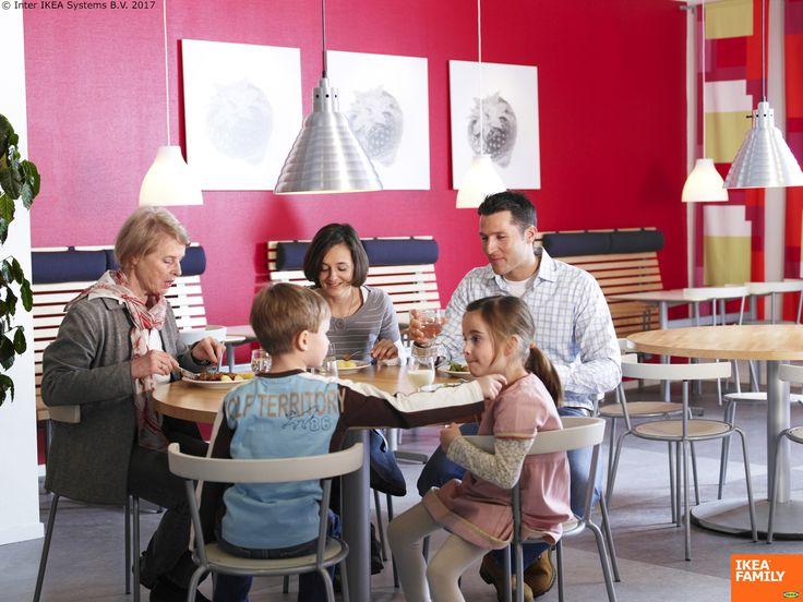 Pe lângă mâncarea gustoasă, mesele în familie sunt pline de discuții plăcute și momente memorabile. Iar sărbătorile sunt încă un motiv perfect pentru a ne aduna cu toții.  Membrii IKEA FAMILY se pot bucura de prețuri speciale pentru produsele noastre tradiționale suedeze, dulciurile gustoase și cafea sau ceai din partea casei. Ia o pauză și vino la Restaurantul IKEA.