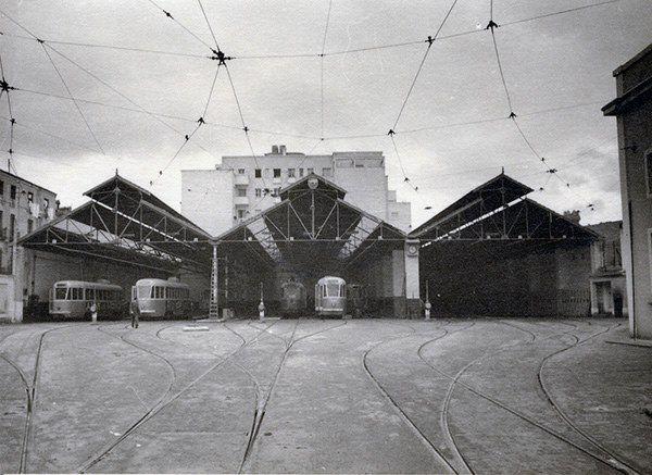 Cochera de tranvías en Cuatro Caminos (1960).