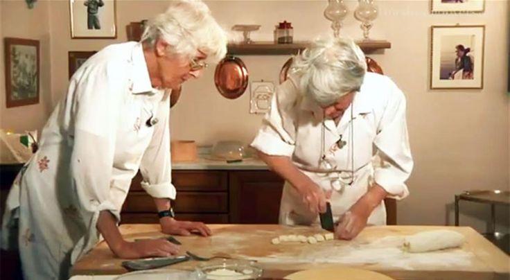 Gnocchi di patate fatti in casa, ecco la ricetta | Video sorelle simili