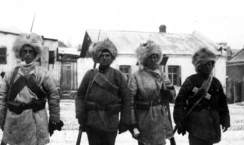 Red Army soldiers in Vladivostok. http://digitallibrary.usc.edu/cdm/ref/collection/p15799coll46/id/98