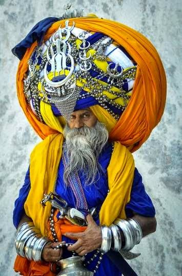 Sikh Avtar Singh Mauni, the proud owner of the world's largest turban. He wears the traditional Punjabi turban called a 'pagdi' in Punjab, India