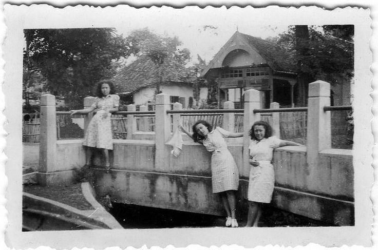 Van Waeterschoodt sisters at the river Tjiliwoeng in the Dutch East Indies around 1936 | Flickr - Photo Sharing!
