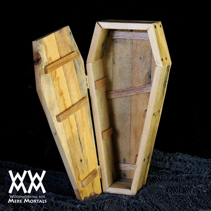 Toe-pincher coffin candy dish. Halloween fun! Easy pallet wood project. Free video and plans.