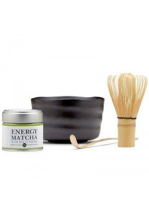 Set completo té matcha es un kit para amantes del matcha que contiena batidor de bambú de 80 barillas para elaborar espuma, cuchara dosificadora, taza de cerámica artesana para matcha y una lata té matcha.