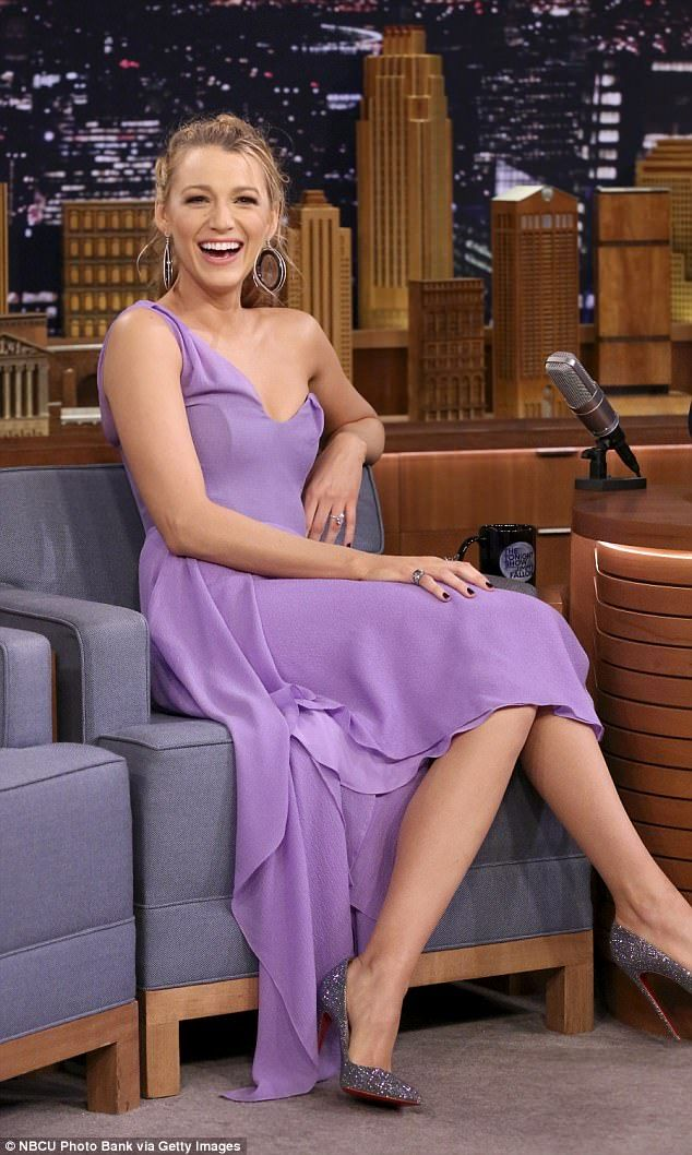 Blake Lively bangs up her knee on Tonight Show dance-off | Daily Mail Online