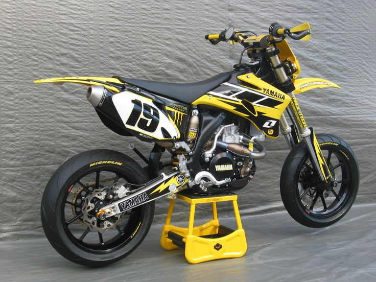 Yamaha YZF-450 dnt like yellow at all but this is a mean supermoto