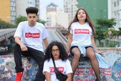 Três jovens paulistanos criaram a camiseta inspirada em um som do rapper Diomedes Chinaski.