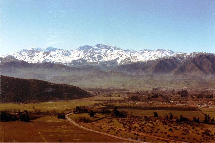 Sector de La Dehesa en 1984, en Lo Barnechea.La calle es la actual avenida José Alcalde Délano, desde Lo Curro.