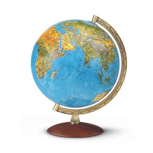 Ce globe lumineux donne aux enfants de nombreuses informations géographiques. Lorsqu'il est allumé, l'enfant voit une carte politique avec les capitales et les frontières lumineuses. Eteint l'enfant voit une cartographie physique. Cet outil pédagogique est aussi un bel objet avec son pied et méridien en métal qui lui offrent un grande stabilité.