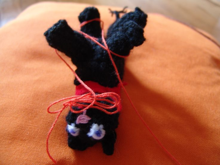 """Play with me pleeeease"" :) Crochet kitten :)"